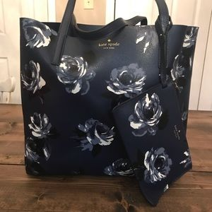 Mya Arch Place Reversible Navy floral tote